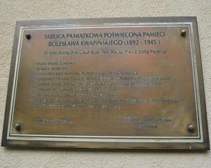 tablica odsłonięta 11. XI. 2006 roku na ścianie Urzędu Miejskiego   w Sulejowie