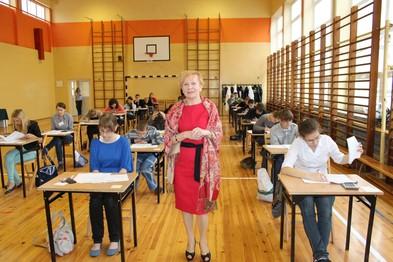 Uczniowie w czasie testu.