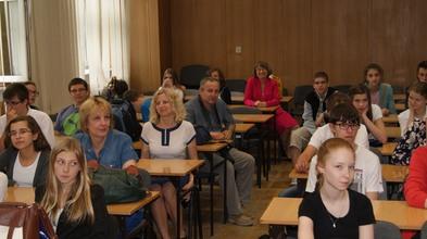 Uczestnicy w sali M.