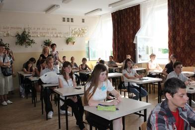 Uczniowie w czasie testów na II Regionalnym Turnieju Chemicznym.