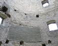 Zniszczone mury wewnątrz