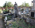 Stare nagrobki na cmentarzu katolickim