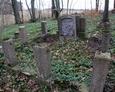 Nagrobek z pozostałościami ogrodzenia z lastryko