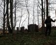 Sporządzanie dokumentacji fotograficznej na cmentarzu ewangelickim w Mierzynie