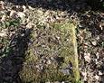 Zniszczony element nagrobka