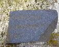 Niewielki fragment rozbitej tablicy