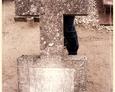 Cewice - niemiecki nagrobek (teren dzisiejszego katolickiego cmentarza/niegdyś ewangelicki)