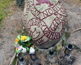 Obelisk upamiętniający cmentarz Gminy Ewangelickiej żyjącej w Łebie do 1945 roku