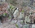 Typowy dla ewangelickich cmentarzy kamienny murek