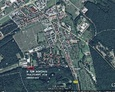 Zaznaczony obszar cmentarza na współczesnej mapie (obecnie teren jednostki wojskowej)