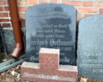 Zachowane fragmenty niemieckich nagrobków