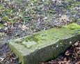 Kamienny element nagrobny
