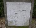 Widoczna inskrypcja na tablicy nagrobnej