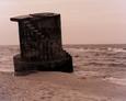Pozostałości starego buczka mgłowego na plaży Stilo