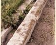 Łebień - krawężnik przy głównej alei (pozostałości dawnych ram nagrobnych)