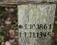 Większość z nich wskazuje na datę pochówku rok 1945