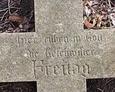 Napis wskazuje, iż należy do zmarłego rodzeństwa Freitag