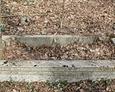 Kamienna rama mogiły wskazująca miejsce pochówku