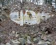 Ruiny kaplicy grobowej w centralnym jej punkcie
