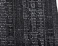 Tablica pamiątkowa, na której znajduje się 91 nazwisk poległych