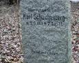 Kamienny obelisk nagrobny//Karl Schwichtenberg  *2.9.1871  † 2.2.1927