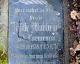 Jedna z zachowanyc tablic inskrypcyjnych na przewróconej kamiennej tablicy nagrobnej