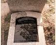 Damnica - cmentarz komunalny (kamienna tablica z płytą inskrypcyjną)