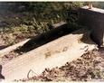 Damnica - cmentarz komunalny (kamienna mogiła w kształcie trumny)