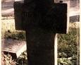 Damnica - cmentarz komunalny (kamienny krzyż z mało widocznym napisem)