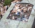 Kamienna tablica nagrobna bez płyty inskrypcyjnej