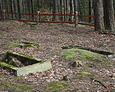 Kamienne ramy wyznaczające pochówek