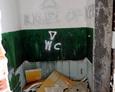 Zdewastowane wnętrza bloków w Kłominie