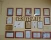 korytarz szkolny - certyfikaty