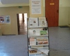 korytarz szkolny parter- kącik informacyjny