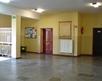 korytarz szkolny - piętro - widok na wejście do pokoju nauczycielskiego i gabinetu dyrektora