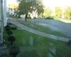 widok na boisko z klatki schodowej