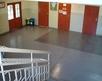 widok na parter korytarza przy wejściu głównym