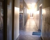korytarz wiodący do szatni i toalet (w głębi)