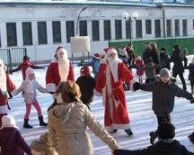 Zabawa z Mikołajami na Publicznym Miejscu Spotkań