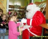 Święty Mikołaj obdarował dzieci prezentami
