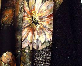 """Poncho ręcznie malowane z ażurową tkaniną """"ZŁOTE KWIATY"""""""