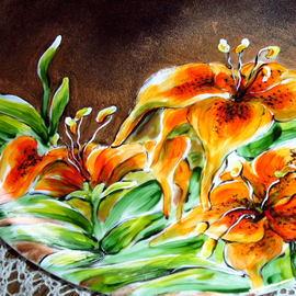 Duży talerz, średnica 30 cm, motyw kwiatowy: lilie, cena 60 PLN