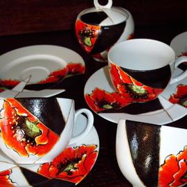 Serwis kawowy: 6 filiżanek, 6 spodków, cukiernica, nowoczesny motyw kwiatowy: maki, cena: 250 PLN