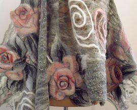 SZAL PAJĘCZA NIĆ pastelowa kolorystyka melanżowej szarości, złamanej bieli i różu
