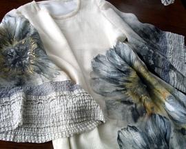 Suknia dwuwarstwowa wykończona koronką