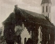 Kościół pw. Marii Magdaleny (widokówka wsi)