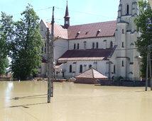 zalany kościół