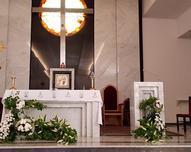Udekorowany ołtarz