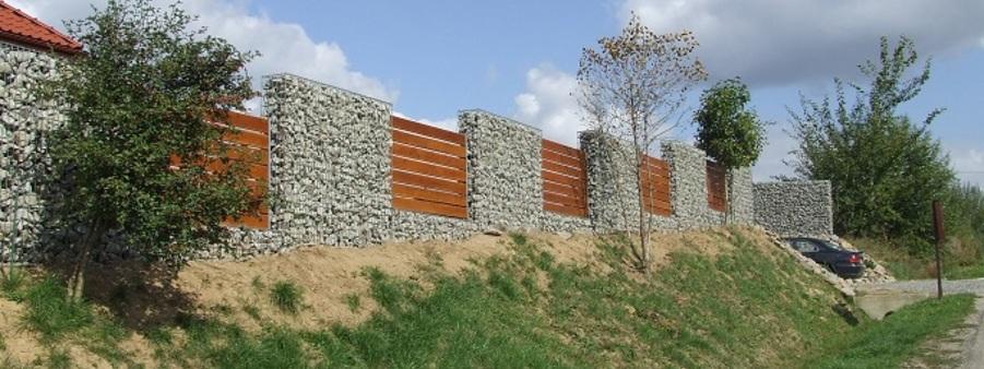 ogrodzenie z gabionów  i drewna