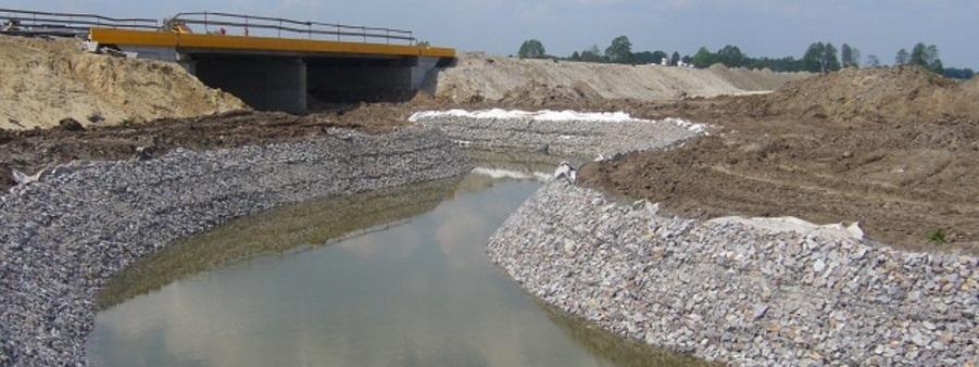 umocnienie koryta rzeki materace gabionowe